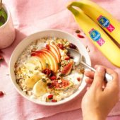 Budwig-crème met Chiquita-bananen, vijgen, appel, cranberries en lijnzaad