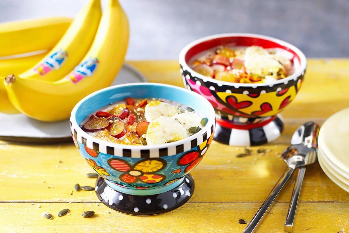 Ontbijtje van Chiquita-bananen met granen en zaden, kokos en acaibessen