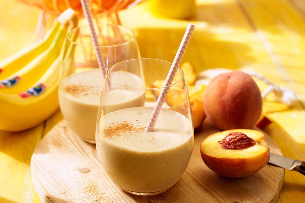 Eenvoudige smoothie met perzik en Chiquita-banaan