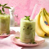 IJsthee (chai latte) met Chiquita-bananen