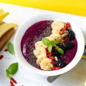 Veganistische smoothiekom met Chiquita-banaan en bieten