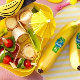 Wraps met plakjes biologische Chiquita-banaan en pindakaas
