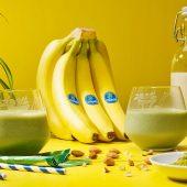 Smoothie van bevroren banaan en matcha